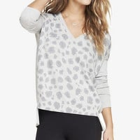 PRINTED DROP HEM V-NECK SWEATER from EXPRESS