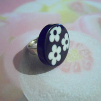 Black and white flowers adjustable ring
