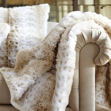 FAUX FUR THROW LIGHT FOX