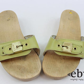 Vintage 70s Pea Green Leather Dr. Scholls Flats 6 Dr. Scholls Shoes 6 Wooden Shoes Exercise Flats size 6 70s Flats 70s Sandals Leather Flats