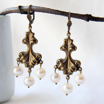 Chandelier pearl earrings - Gold chandelier earrings - French inspired jewelry - Marie Thérèse -