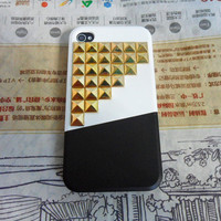 iphone 4 4S hard Case cover with golden pyramid stud for iPhone 4 Case, iPhone 4S Case,iPhone 4 GS case ,iPhone hand  case cover -077