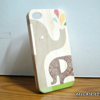 IPHONE 4 CASE - Family Elephant,Mom and Baby,Phant and Water Drop,On Wood Texture.