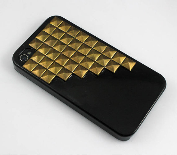iphone 4 case, antique bronze pyramid studs iphone 4 case, studded iphone 4 case, black