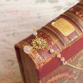 Apricot flowers, A delicate princess necklace with pink quartz and pear