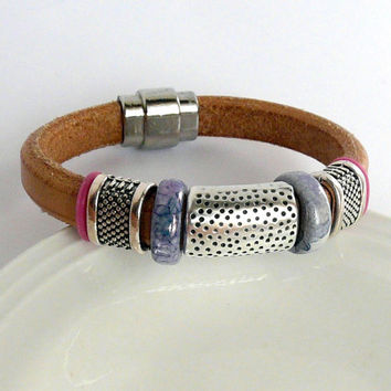 Natural color licorice leather bracelet with magnetic clasp, zamak and ceramic spacers, Oh rings