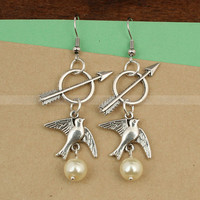 Mockingjay and Katniss arrow earrings- The Hunger games earrings