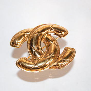 CHANEL Quilted CC Logo Brooch Designer Vintage Gold Metallic Jewelry Accessories Bling Luxury Goods Chanel Double C Gold Pin Curiopolis