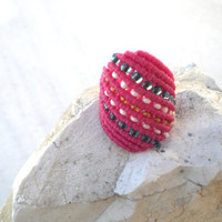Ring in pink by macrame