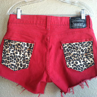 Red High Waisted Cheetah Pocket Levi&#x27;s Shorts (Large)