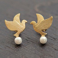 JDC16b : Dove Pearl Studs - Gold - earrings &amp; studs - jewellery