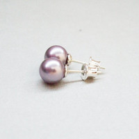 Sterling silver 925 antiallergic bridesmaid wedding small post stud lavender light purple pearl earrings