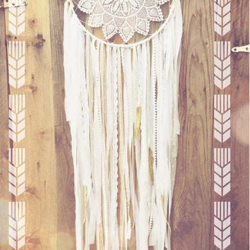 White & Gold Shabby Chic Bohemian Gypsy Gold Glitter Feather Lace Crochet Doily Dreamcatcher
