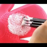 Makeup Brush Cleaning Glove by Sigma Spa