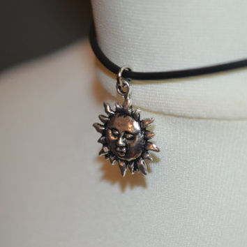 Sale 10% Off ~ 90's Sun charm/pendant choker necklace with lobster clasp fastening.