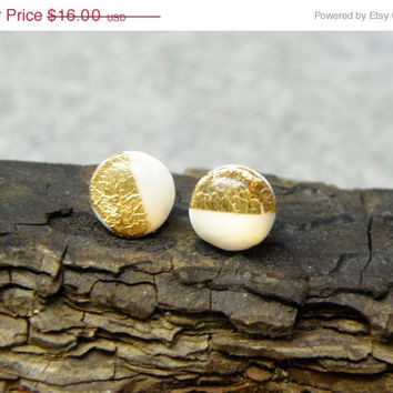 SALE FREE SHIPPING Glowing in the dark white-gold round stud earrings. Polymer clay studs + real gold leaf - 0.8 cm / 0.3 inch