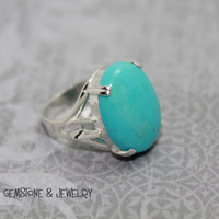 Beautiful Clear Blue Kingman Turquoise and 925 Sterling Silver ring.  Size 8