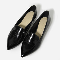POINTED FLAT LOAFERS