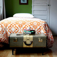 Vintage-Suitcase Coffee Table