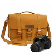 "14"" Bourbon Sonoma Buckhorn Leather Camera Bag"