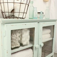 Home and Garden / love this idea for a guest bathroom