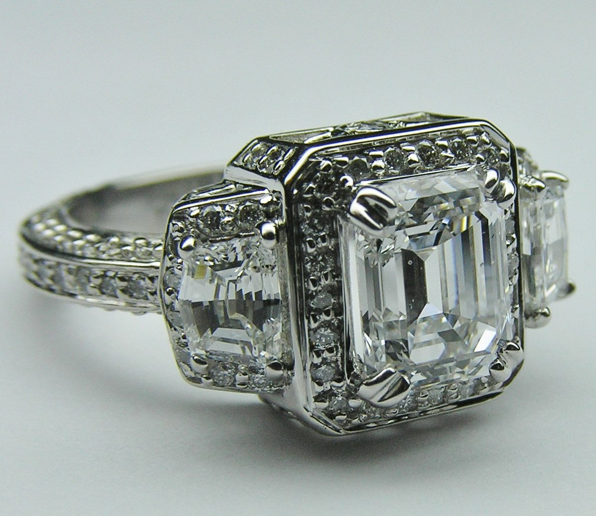 engagement ring emerald vintage from mdcdiamonds