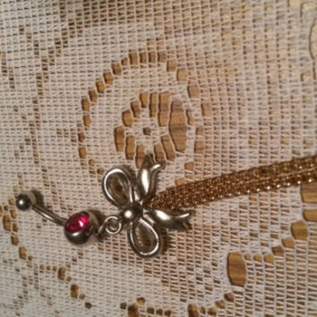 bow bellyring chain