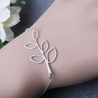 Silver Leaf bracelet,adjustable on sterling silver chain bracelet,bridesmaid gift,birthday gift,nature,fall wedding