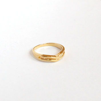 Delicate Double Chevron Ring - Gold