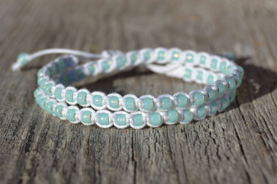 Macrame beach bracelet - Double wrap beaded bracelet - White waxed cotton and periodot glass beads