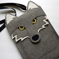 MacBook Pro 13 inch sleeve Wolf in natural grey by BoutiqueID