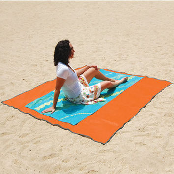 The Sandless Beach Mat - Hammacher Schlemmer