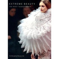 Amazon.com: Extreme Beauty: The Body Transformed (Metropolitan Museum of Art Series) (9780300103120): Harold Koda: Books