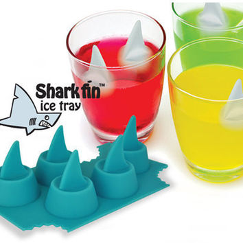 SHARK FIN ICE CUBE TRAY