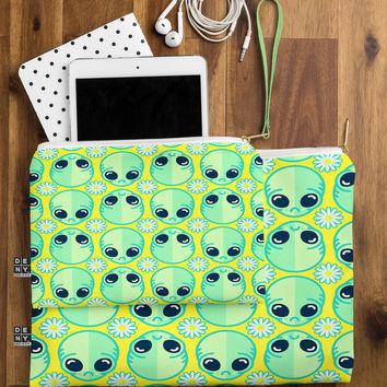 Chobopop Sad Alien And Daisy Pattern Pouch