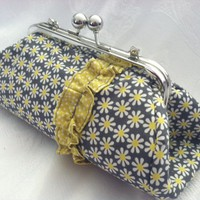Clutch Purse- Daisy Dot on Luulla