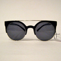 Vintage ROUND LENS Cat Eye Frame Sunglasses