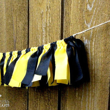 Harry potter, Hufflepuff Rag garland, black and yellow, badger, photo prop, party decoration, house colors, mantle, HP decoration