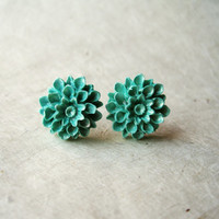 Mint Flower Earrings. Shimmering Seafoam Handmade Polymer Clay Earrings. Summer Fashion. Dahlia Stud Earrings. Metallic Mint. FSE1.