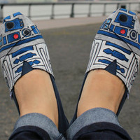Star Wars Style: R2-D2 Shoes | Incredible Things