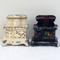 Kitchen Stove Salt Pepper Shakers Vintage