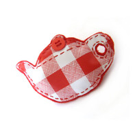 teapot brooch / red and white squares