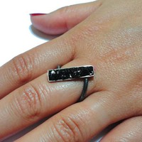 Buy MIRA - silver ring set with onyx gemstones on Shoply.