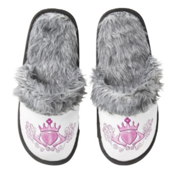 The Claddagh (Pink) Pair Of Fuzzy Slippers