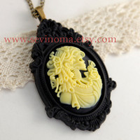 skull lady necklace, yellow skull lady necklace, victorian
