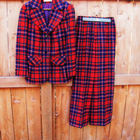 vintage Pendleton wool plaid suit. wool coat and pant set. made in the USA.  size S to M. fall fashion. winter suit set