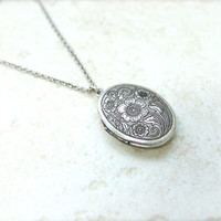 Antique style Oval Locket Necklace with floral pattern