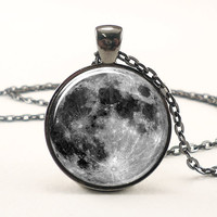 Full Moon Necklace In Gunmetal Black (0439G1IN)