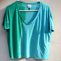 Bleach ombred green/turquoise crop vneck