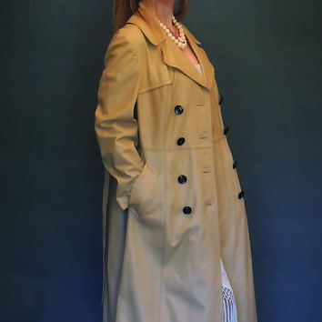 Wonderful vintage leather trench coat / 1960s 70s double breasted soft buttery camel leather / boho fall winter classic hippie campus jacket